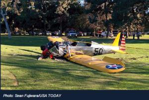 Foto del avión de H. Ford, estrellado en el campo de golf (c) Sean Fujjiwara.